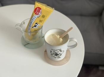 かじるバターアイスをコーヒーに入れてアレンジ♡ウインナーコーヒーのようなまろやかな味に
