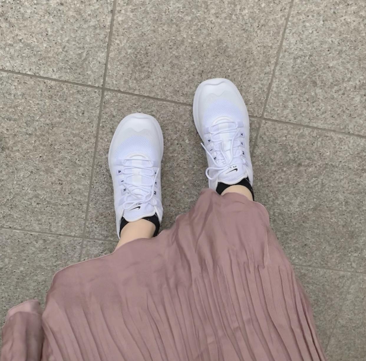 大人っぽいスニーカーコーデ特集《2019年版》 - 20代女子のきれいめカジュアルにおすすめのスニーカーは?_32