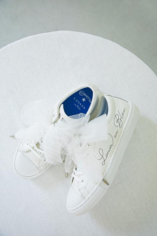 『ランバン オン ブルー』×『コンバース』コラボスニーカーの画像