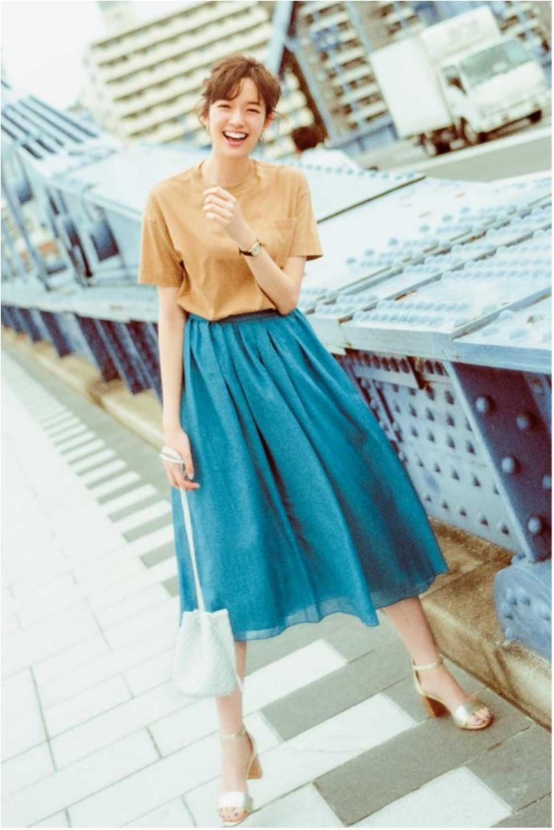 着るだけで華やぐ【真夏のきれい色ボトム】コーデ15選   ファッション_1_11