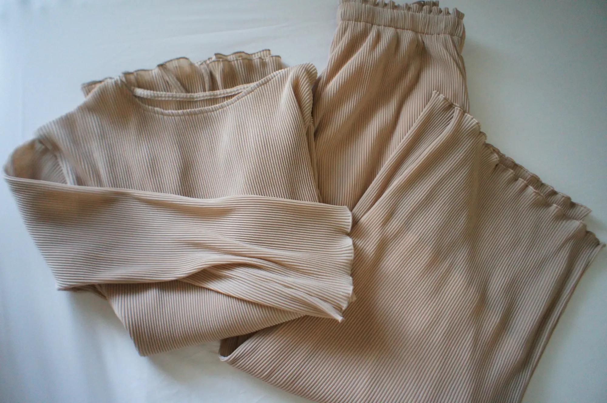 『バーバリー』のポケットバッグを愛用♡ 『GU 』のセットアップも【今週のMOREインフルエンサーズファッション人気ランキング】_2