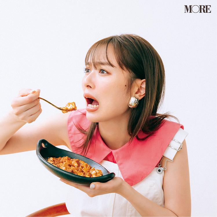 麻婆豆腐を食べる内田理央