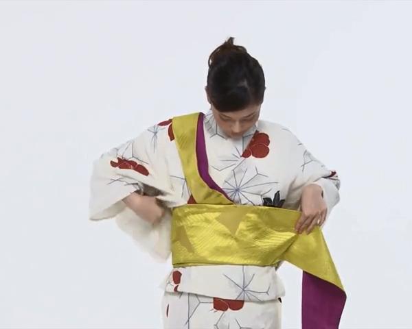 【わかりやすい動画付き】浴衣のセルフ着付け・帯の結び方 - 一人でできる! 女性の浴衣の着方は?_48