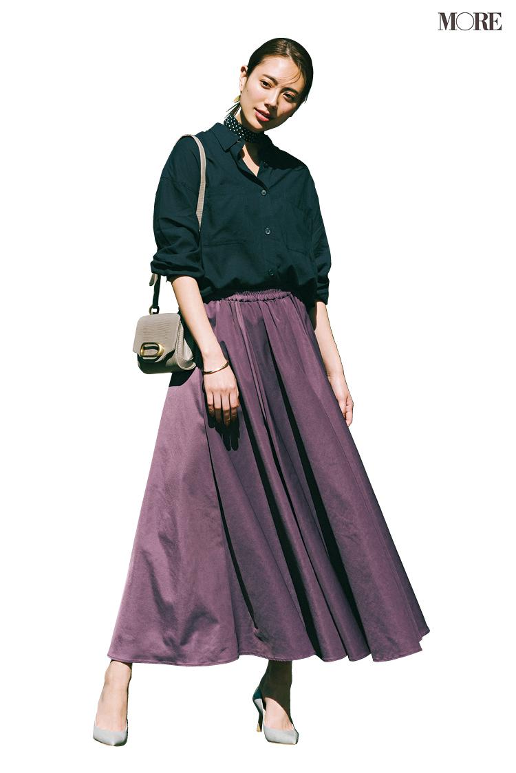甘いシャツ×フレアスカートの日、シューズは◯◯なパンプス一択! さて、正解は?_2