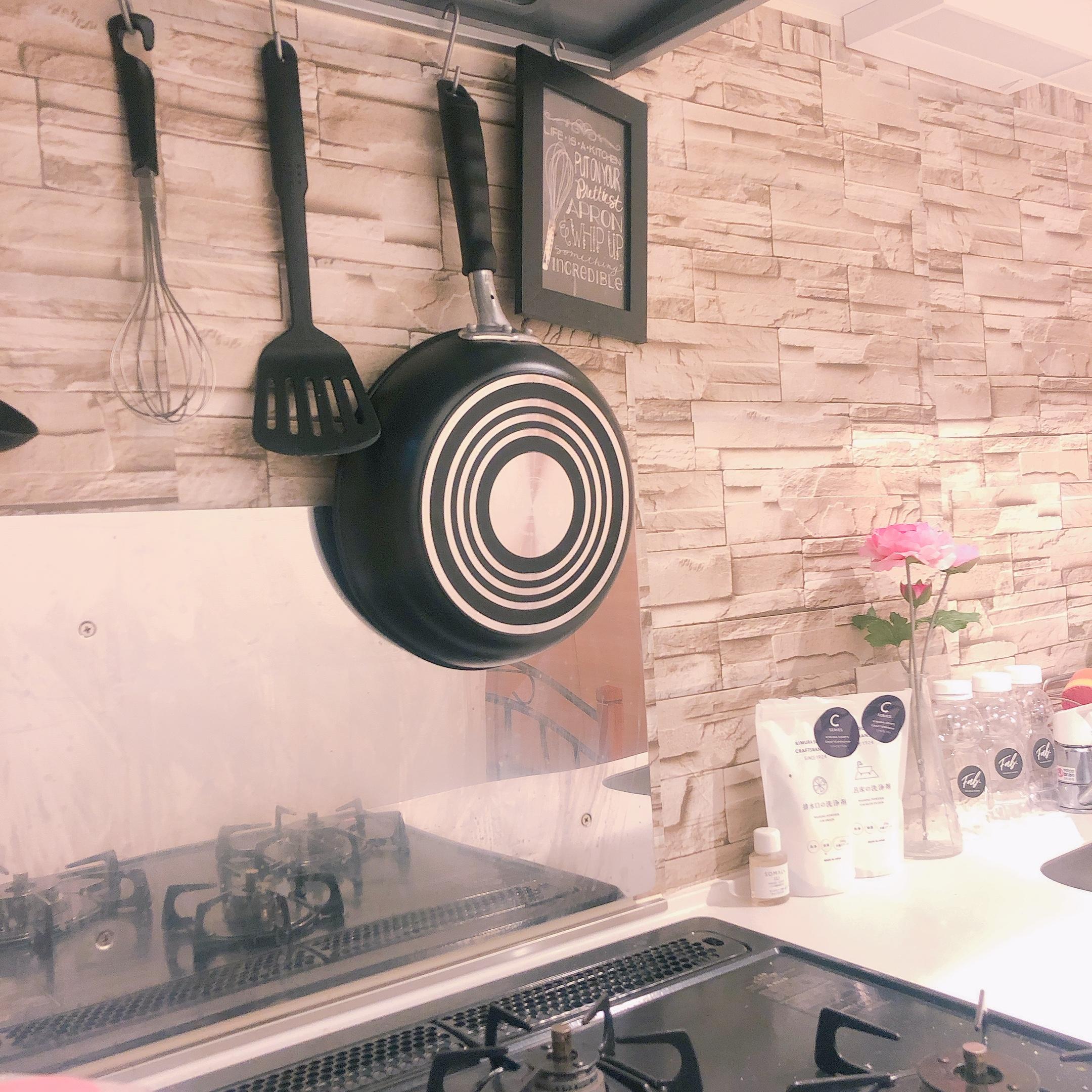 【賃貸インテリア】ごく普通のキッチンをおしゃれに!見せる収納でスペースを有効活用して♡_1