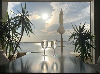 【女子旅】ソファでゆったりと海を眺められるカフェ♡
