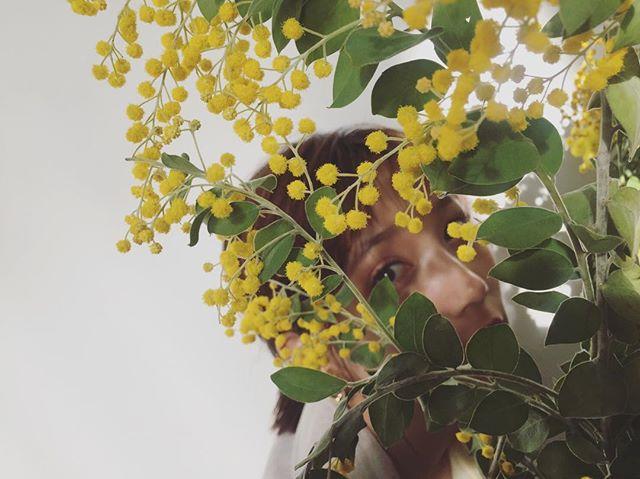 お花の後ろに隠れているモアモデル、だーれだ? 【撮影オフショット】_1