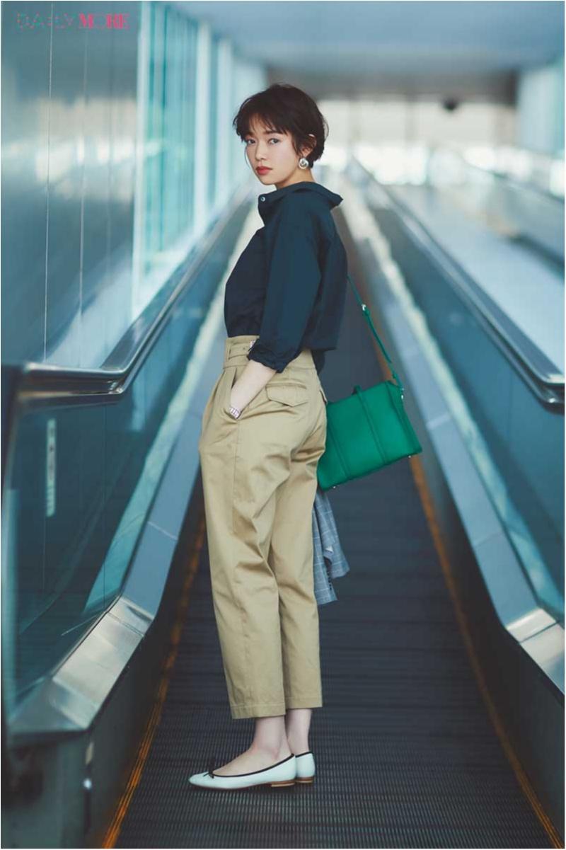 【今日のコーデ】「お仕事ネイビーシャツ」が旬。この一枚となら通勤パンツコーデがうんと素敵に♡_1