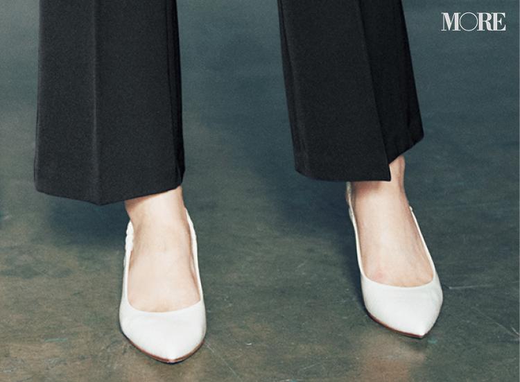 裾が緩やかに広がるパンツは履き回しやすい