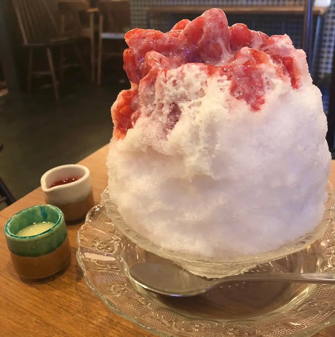 『大和カフェ』の濃厚イチゴみるくかき氷