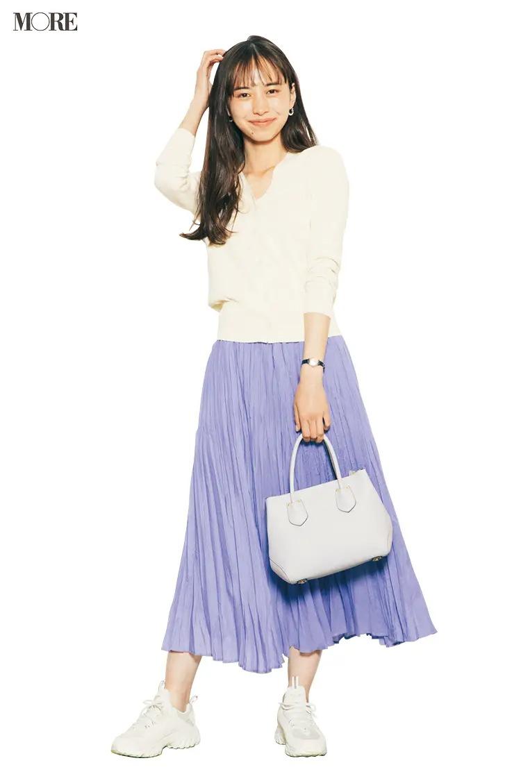 【春夏カーディガンコーデ】きれい色スカート+クリーンな白で好感度抜群のオフィスカジュアルに
