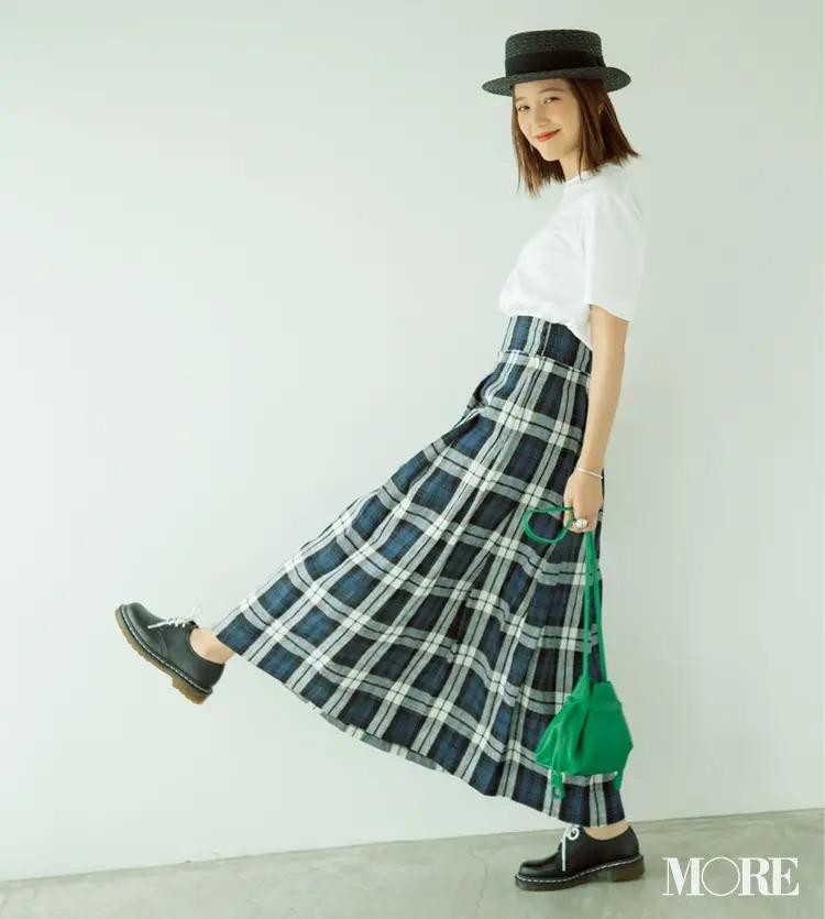 【白Tシャツコーデ】白T×チェック柄スカートの日はブラウンリップで大人っぽく