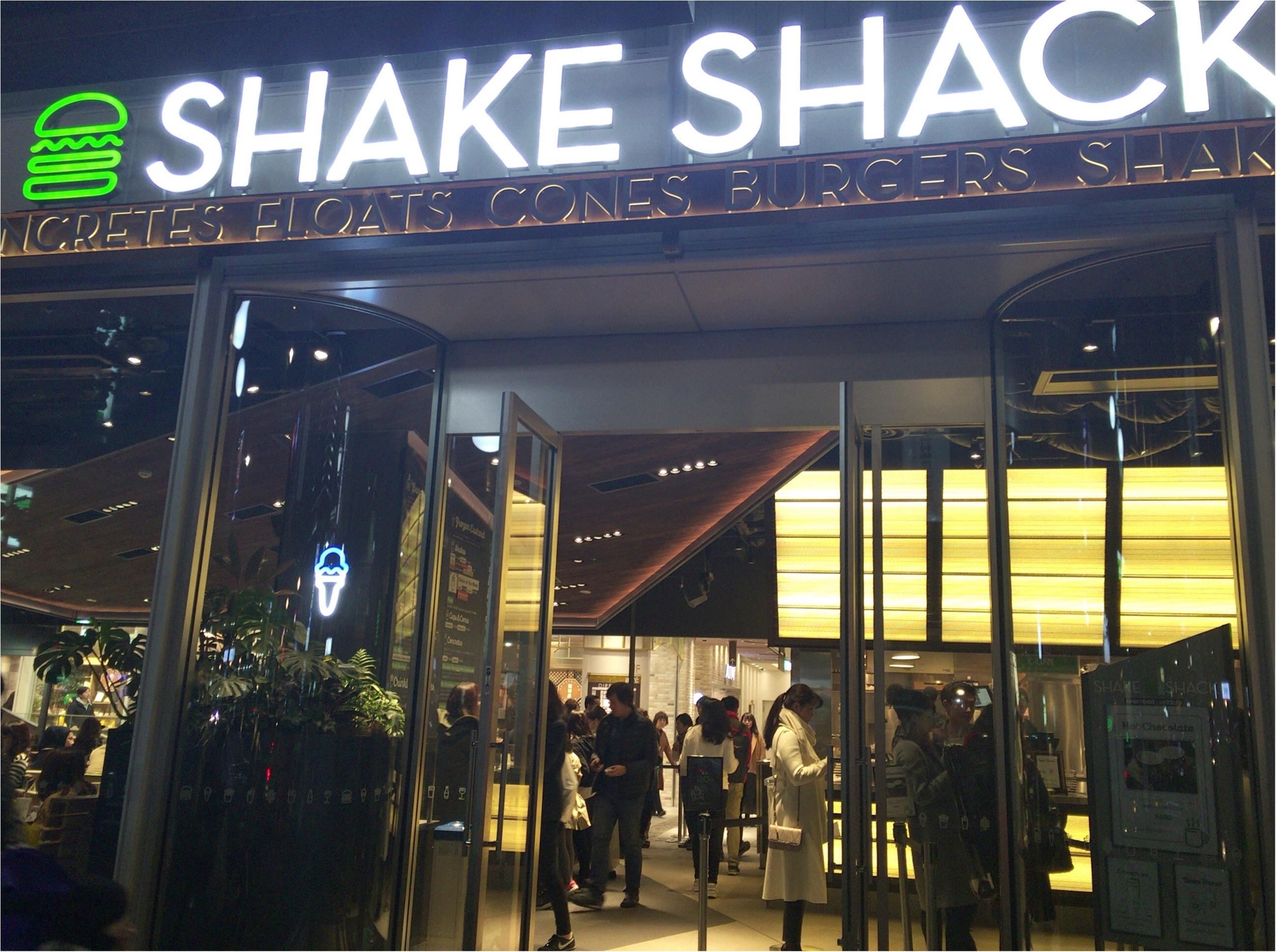 NY発バーガースタンド「Shake Shack」パティの肉感がスゴイ!!✨しかもホルモン剤を使っていない100%オールナチュラルのアンガスビーフ使用しているんです♩≪samenyan≫_1