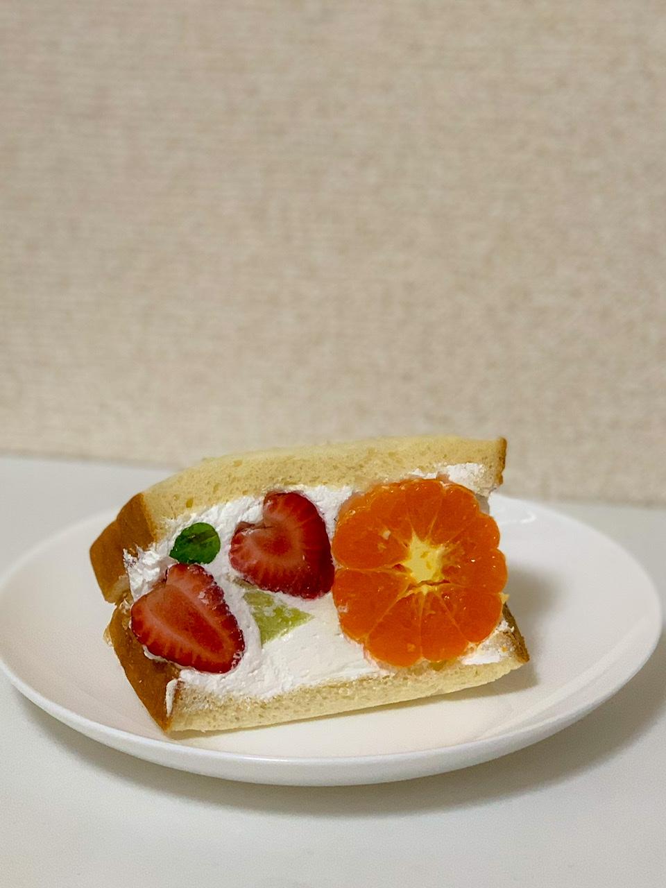 フルーツサンド YAKUWA  フルーツミックスサンドイッチ オレンジ いちご メロン