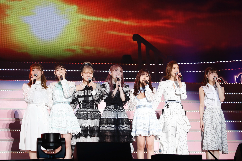 卒業コンサートでユニット曲を披露した宮脇咲良