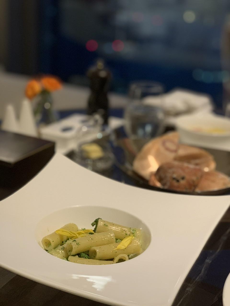 ブロッコリーと季節野菜のリガトーニ ペコリーノチーズとブラックペッパー