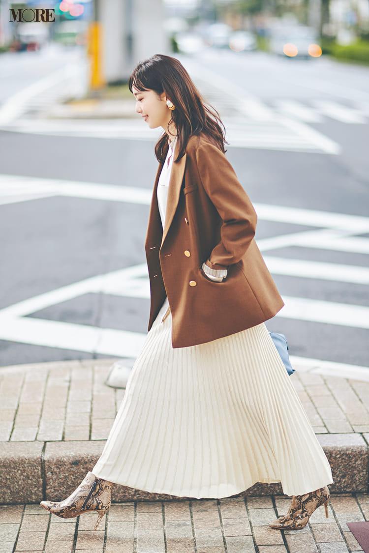 白ニットコーデ【2020冬〜春】- 着膨れしない細見えテクニックなど、白い服の最旬レディースコーディネートまとめ_43