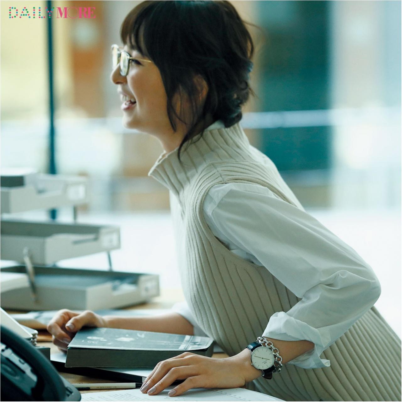 誰もが彼女に見惚れる理由――。【篠田麻里子主演】いつものニットに、腕時計があれば……。_1_4