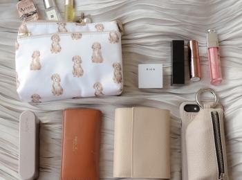 【バッグの中身08】テーマパークダンサー・いのうえまおさんは『セリーヌ』の財布もイヤホンもポーチも大好きなベージュで統一!
