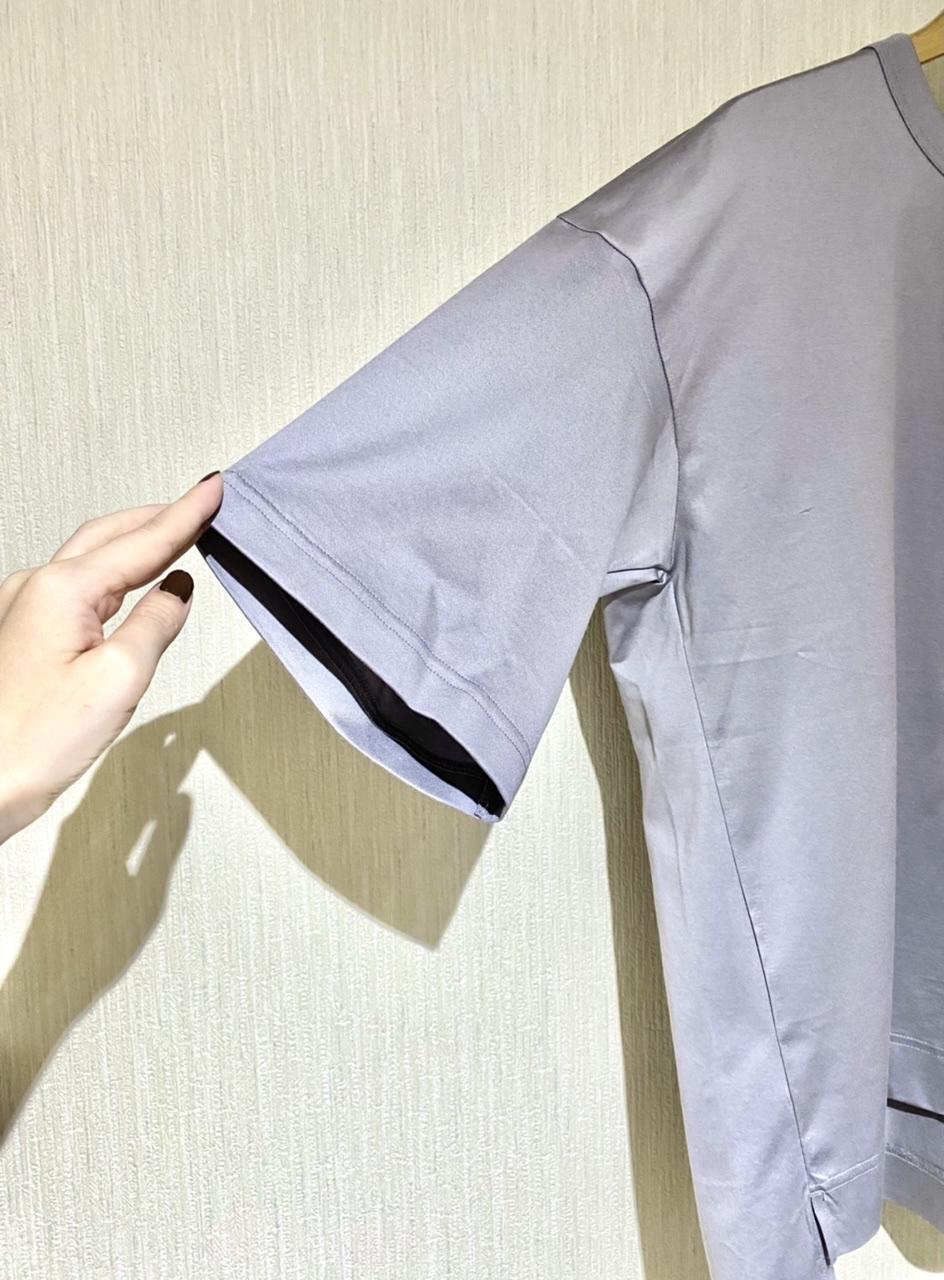 『+J』のスーピマコットンリラックスフィットクルーTの袖周り