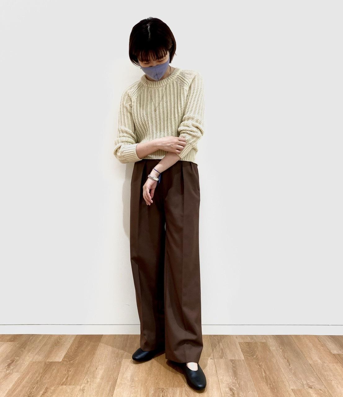 ユニクロユーのセーターとパンツを試着