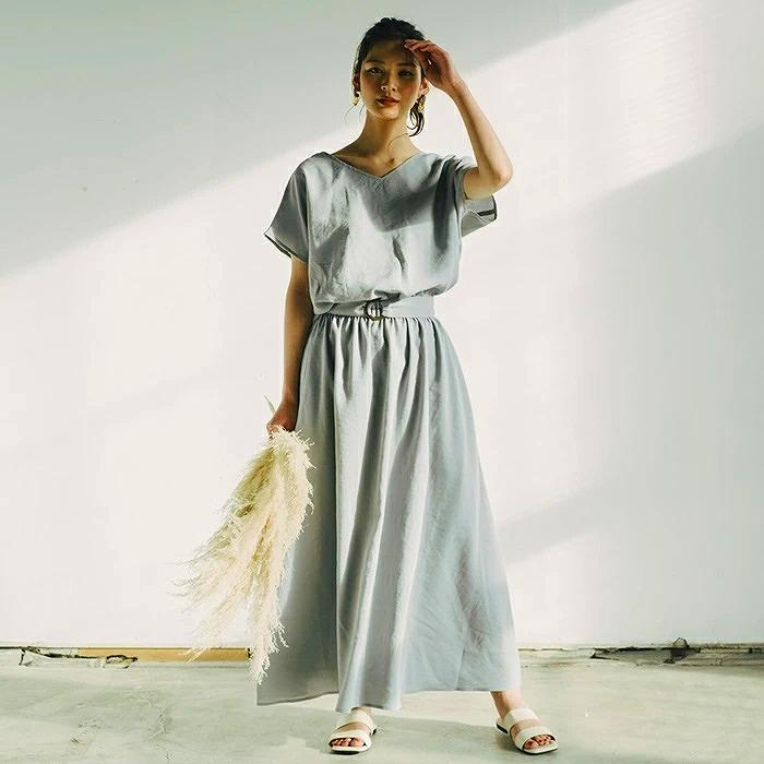 内田理央が絶賛『Aquagarage』のフレンチスリーブワンピースを着用した画像