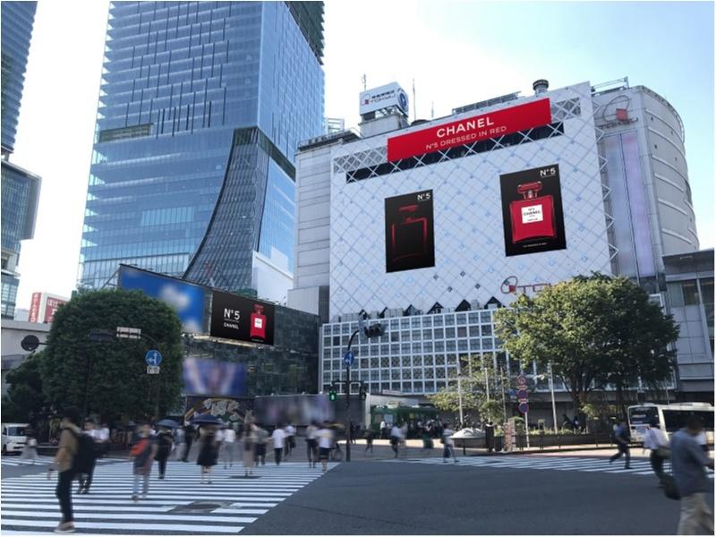 【話題沸騰中!!】「シャネル N°5」の真っ赤な限定ボトルが、渋谷や銀座の街をジャック♥_3
