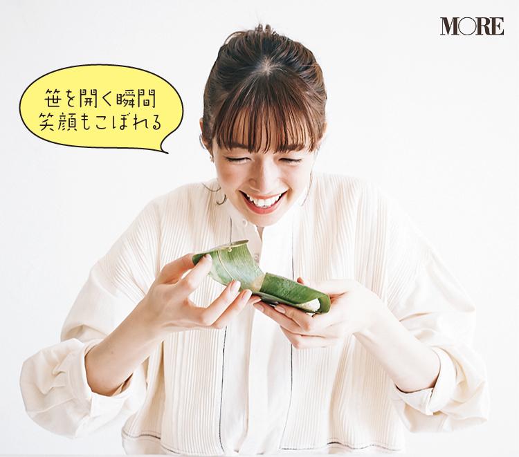 高知県のおすすめお取り寄せグルメ「四万十屋」の地然うなぎちまきを佐藤栞里が食べている様子