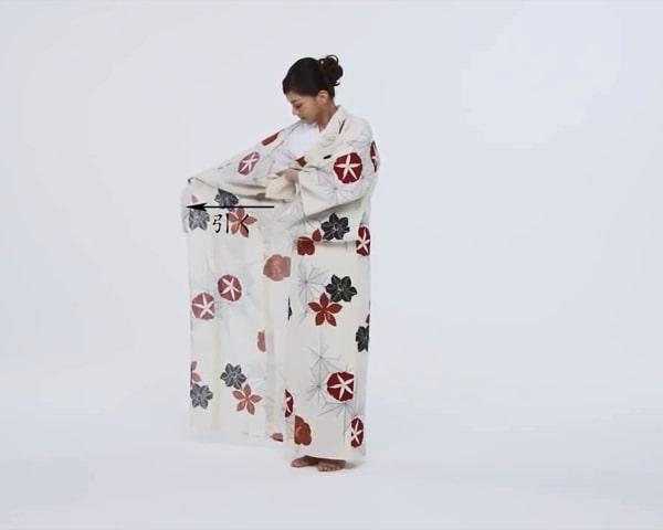 【わかりやすい動画付き】浴衣のセルフ着付け・帯の結び方 - 一人でできる! 女性の浴衣の着方は?_13