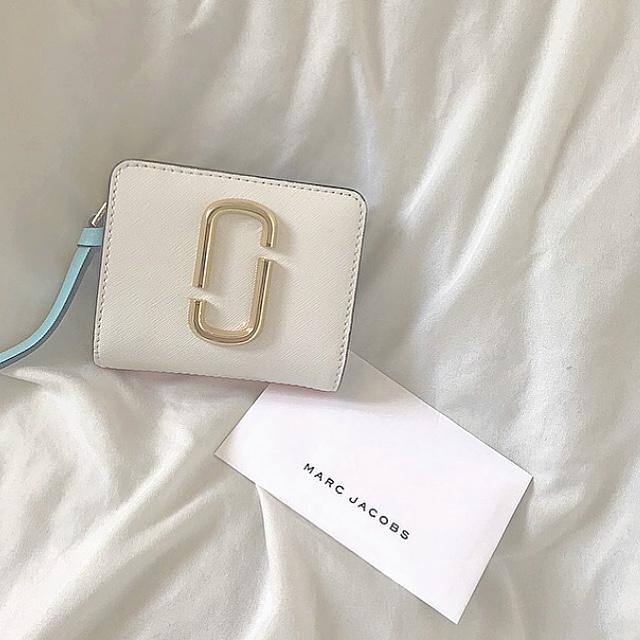 【20代女子の愛用財布】色が可愛いミニ財布_1