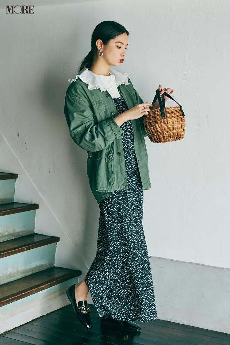 【2021秋コーデ】小花柄ワンピース×衿つきブラウス×ジャケットのコーデ