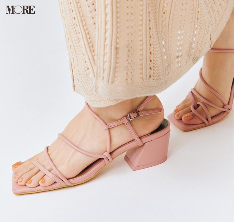 内田理央の足もと ピンク色のサンダル