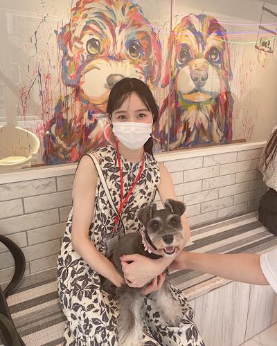人物と犬の写真