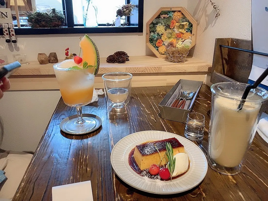 『cafe and N』のメロンソーダとプリン