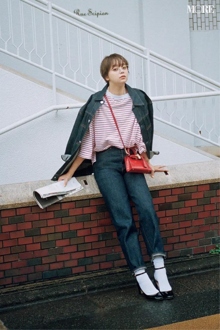 【2021秋コーデ】デニムパンツ×赤ボーダートップス×ジャケットのコーデ