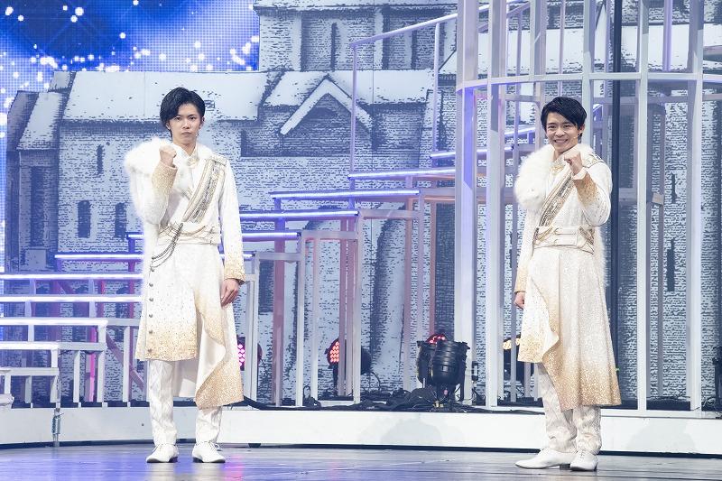 舞台『ドリームボーイズ』で主演を務めるKing & Princeの岸優太さん(右)と神宮寺勇太さん(左)
