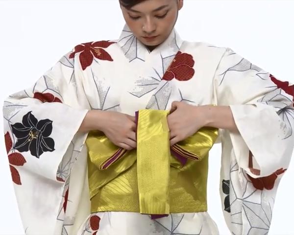 【わかりやすい動画付き】浴衣のセルフ着付け・帯の結び方 - 一人でできる! 女性の浴衣の着方は?_61