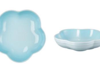 『ル・クルーゼ』のWEB限定水色キッチンアイテムが可愛い! ひとり暮らしにおすすめのお皿