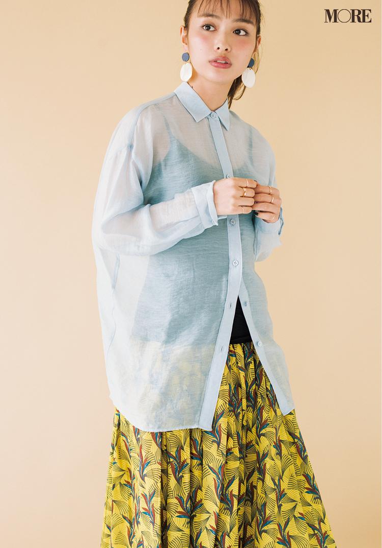 春のシャツはブルー推し! 透け素材、ストライプ、ビッグサイズはこうやって着こなして_3