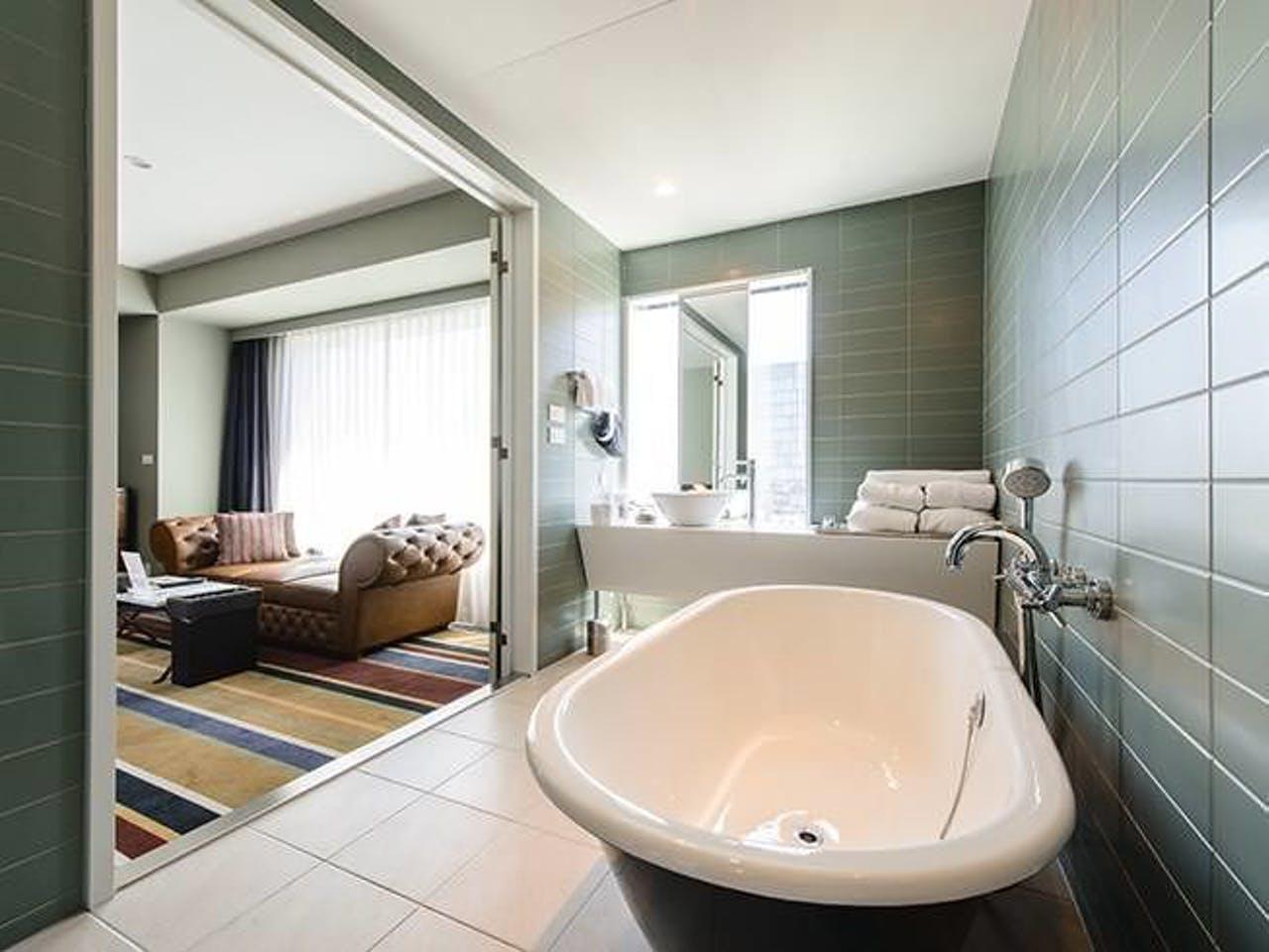 【東京のおしゃれなホテル】『新宿グランベルホテル』、「エグゼクティブカジュアルダブル」のバスルーム