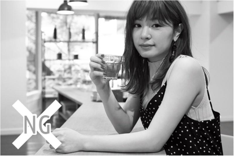 ポージングディレクター・中井信之さん直伝! デート中の「二の腕細見せ」ポージング♡_4
