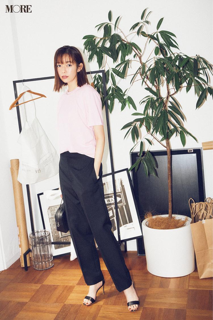 【今日のコーデ】<佐藤栞里>こなれ感も可愛げも絶妙なピンクTシャツでオフィスカジュアルを一新_1