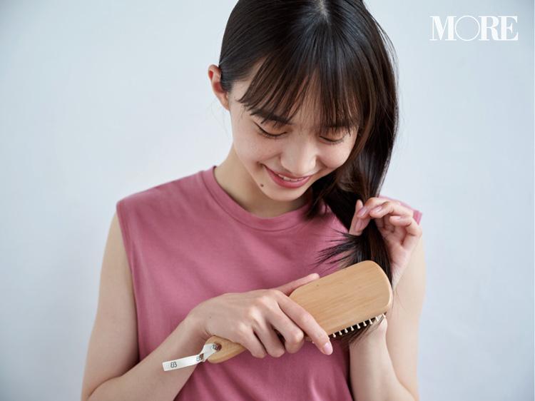 6月28日発売! MORE8月号の付録は、頭皮マッサージができる『uka』の美髪パドルブラシ!_2