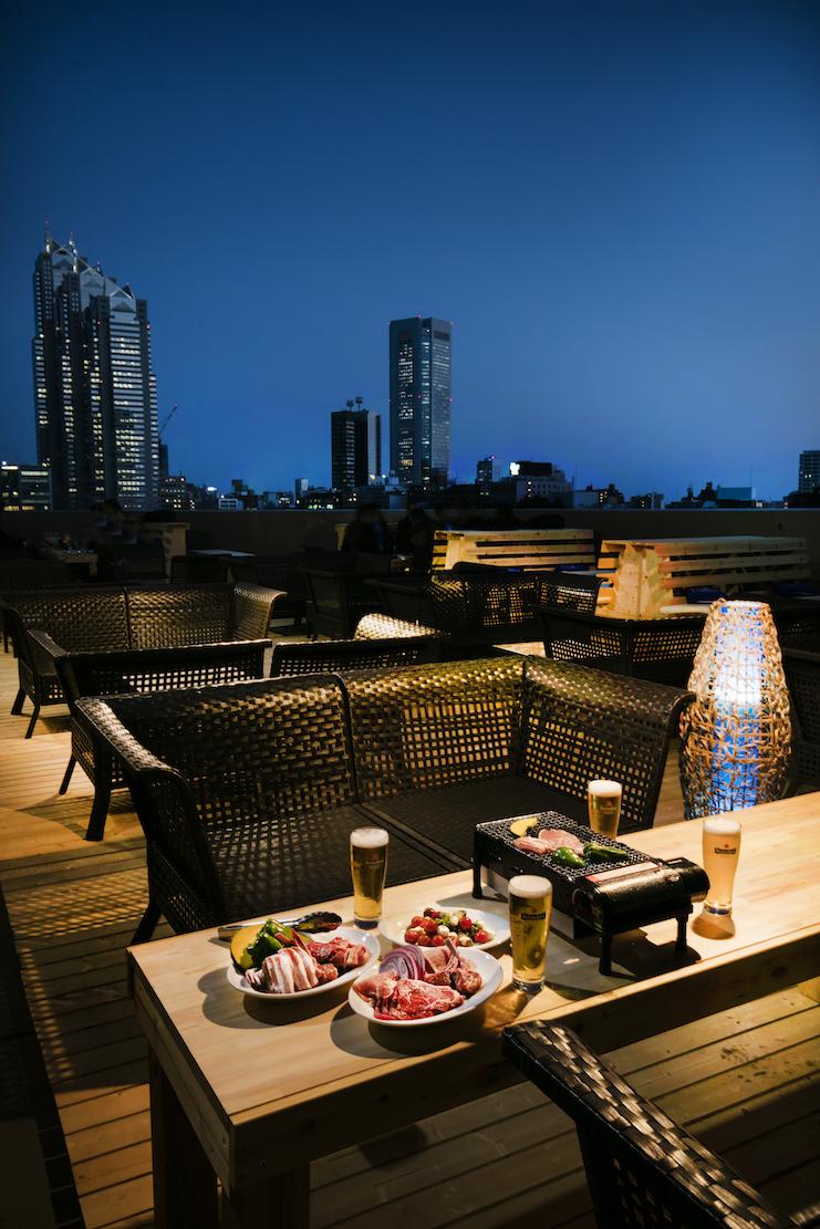 新宿の夜景を見ながらBBQを♡ 『ヒルトン東京』の「天空のビアガーデン」、今年は10/15(日)まで!_1_3