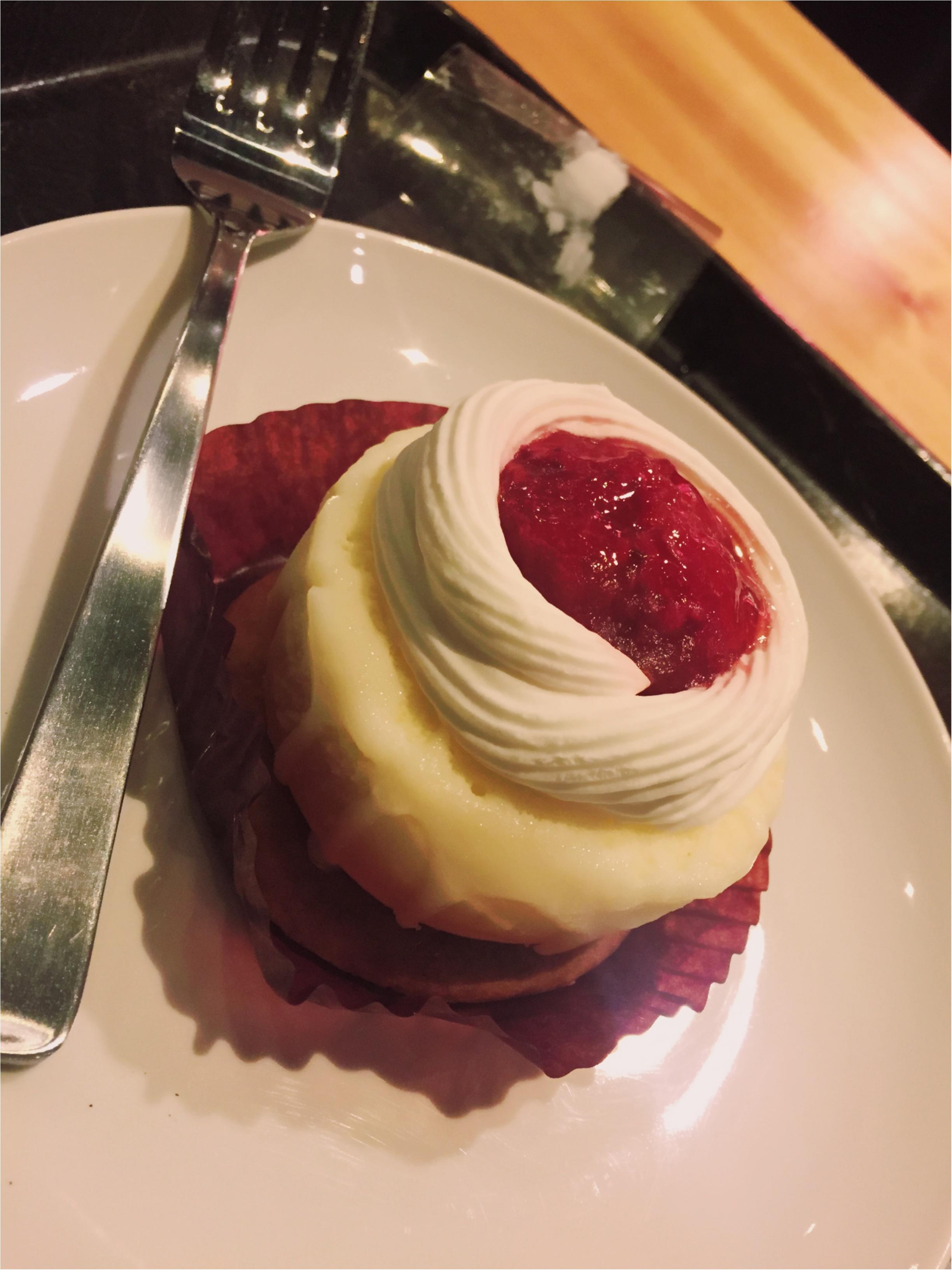 """【FOOD】もう食べた?スタバの""""ストロベリー&クッキーチーズケーキ""""_3"""