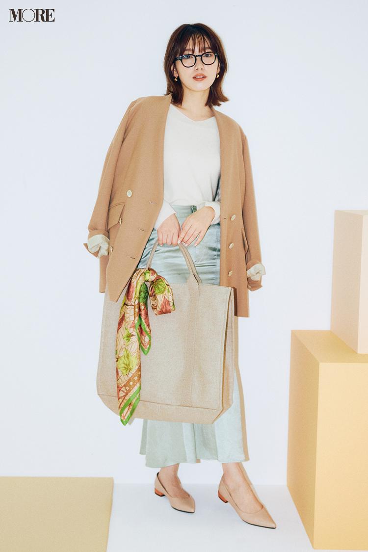 【今日のコーデ】ミントグリーンのスカートにベージュのジャケットをはおった飯豊まりえ