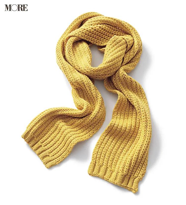 イエローのケーブル編みマフラー