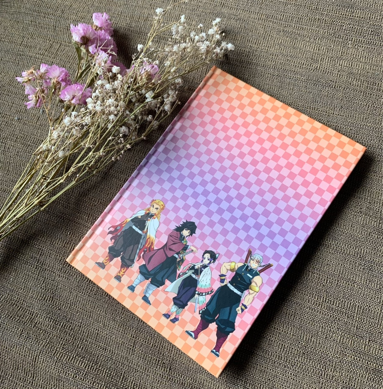 【8月号MORE】ピンクのかわいい表紙が目を引く!付録は鬼滅の刃の便利ノート!_2