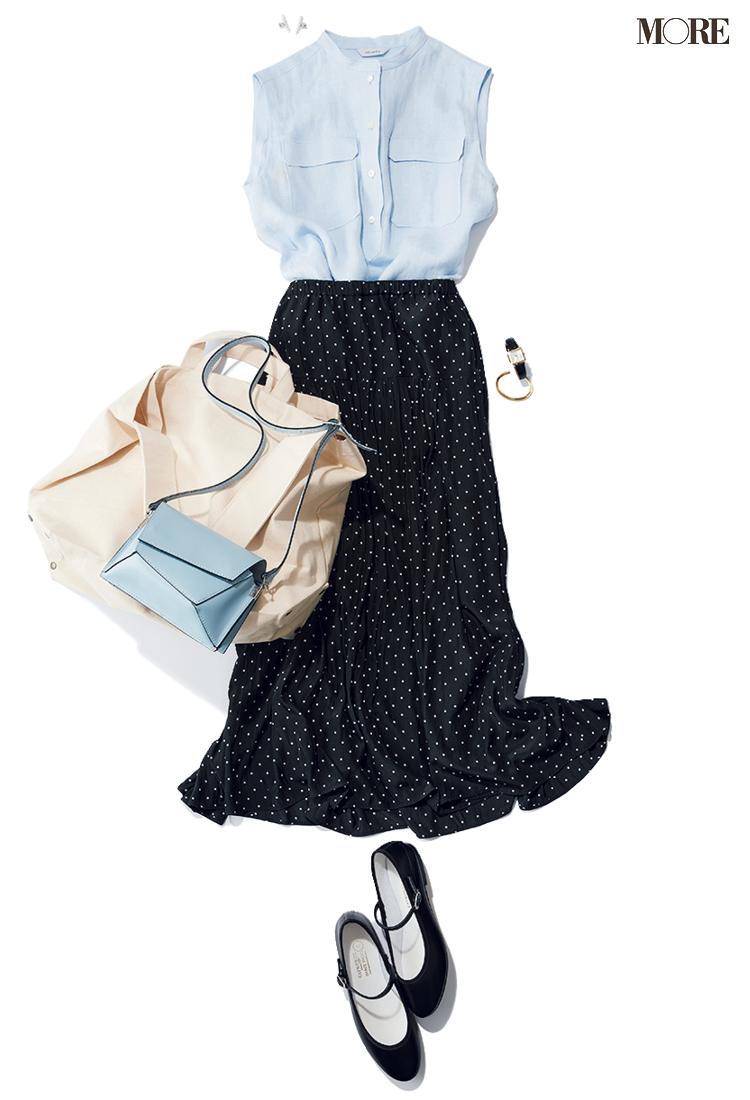 水色のシャツブラウス×ドット柄スカートのコーデ