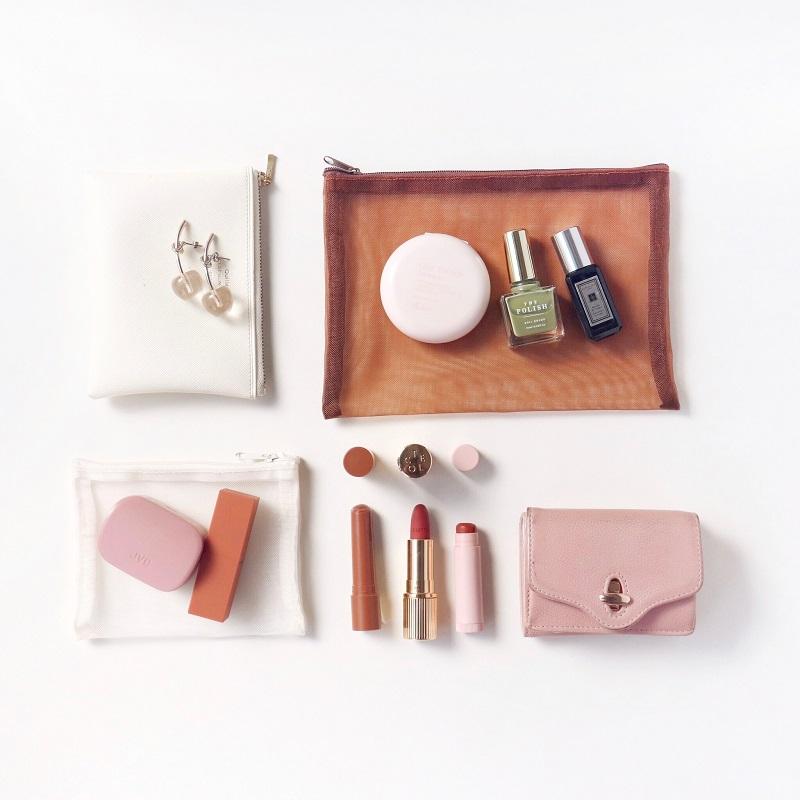 【バッグの中身01】デザイナー・アサノさんのお気に入りは、自身がデザインしたオリジナルネイルポリッシュ♡ _1